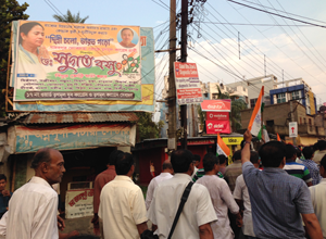 "A poster with the slogan ""Dilli Chalo"" in Sonarpur Dakshin."