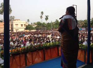 Firdousi Begum, MLA Sonarpur Uttar, addresses workers at Bhangar.